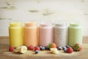 smoothies de frutas y verduras de 5 colores