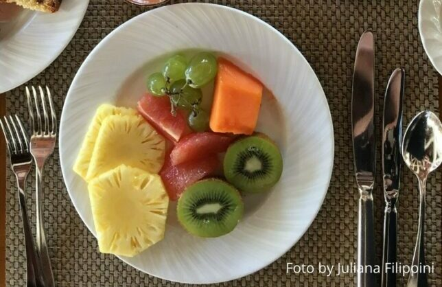 foto desayuno con fruta y zumos